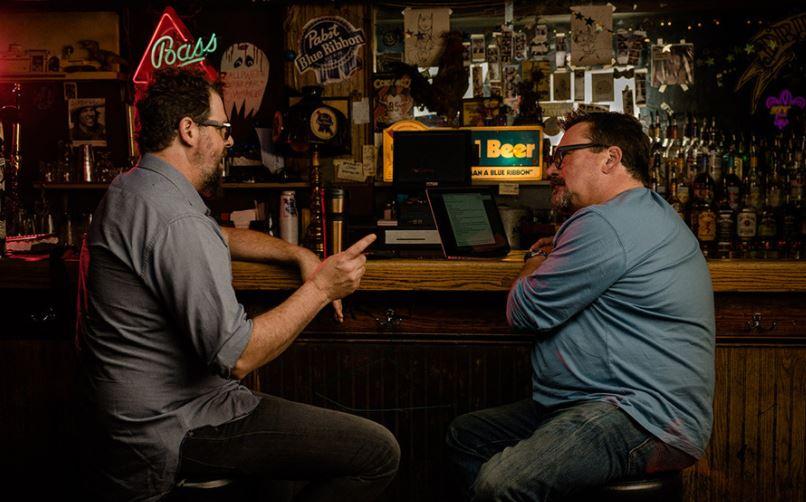 irish online casino staff members interviewed in scottish pub